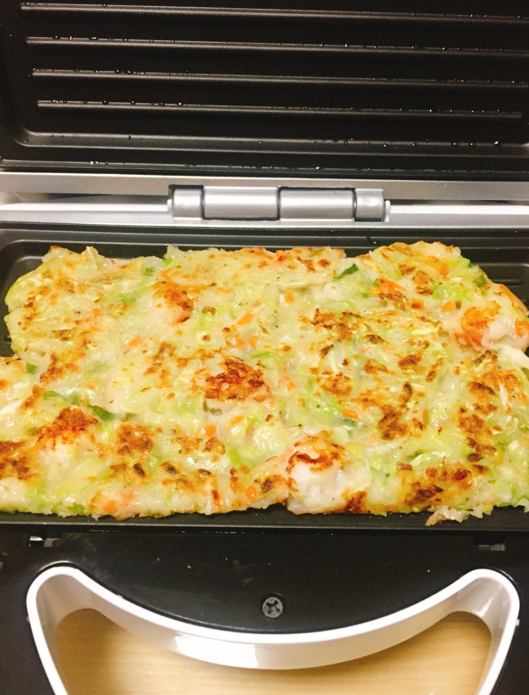 韓式蔬菜海鮮煎餅倒入獅子心鬆餅機二次加熱