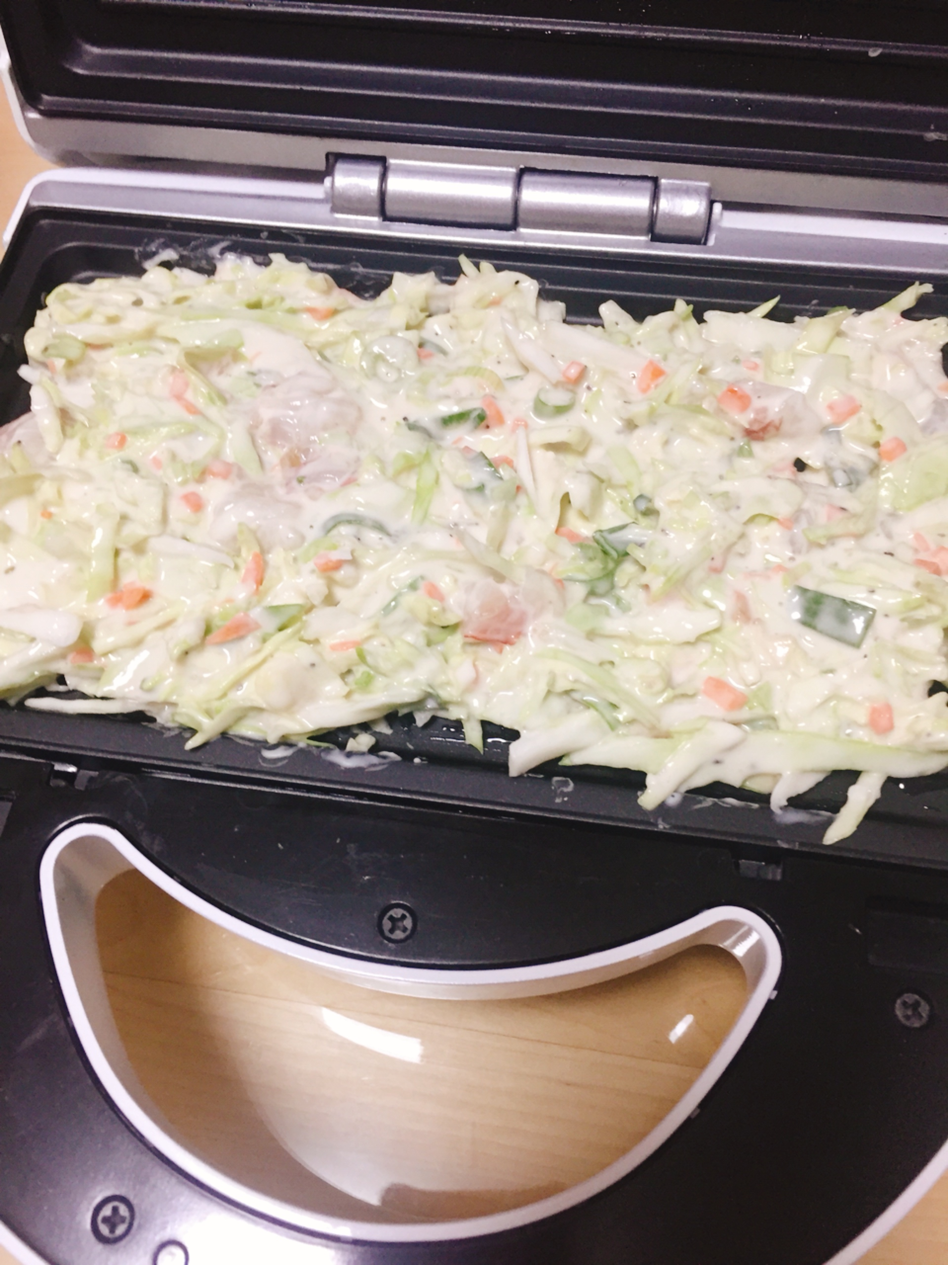 韓式蔬菜海鮮煎餅倒入獅子心鬆餅機